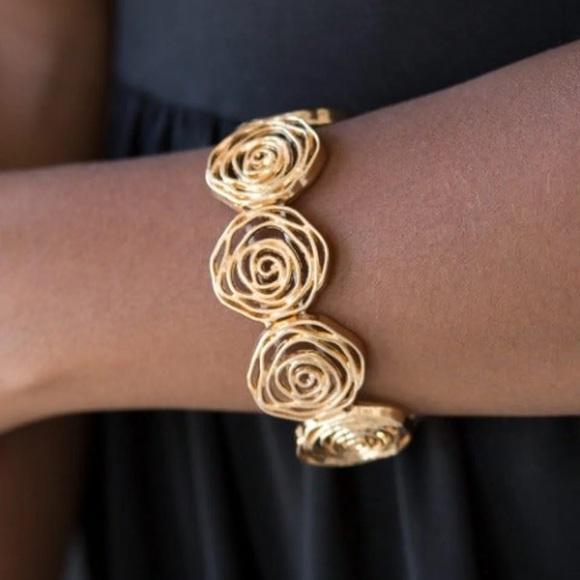 Paparazzi gold bracelet Stretchy